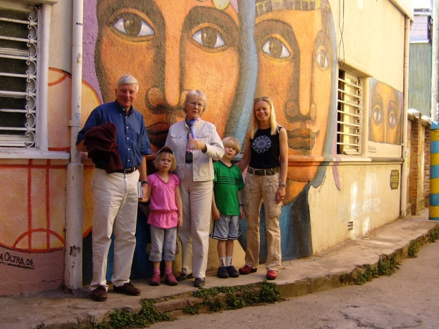 Kingston family photo in front of a portrait mural in Valparaiso