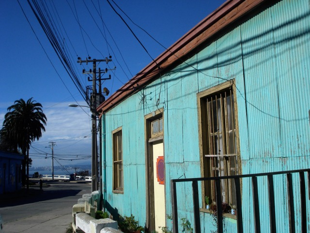 Wires in Valparaiso on a teal house